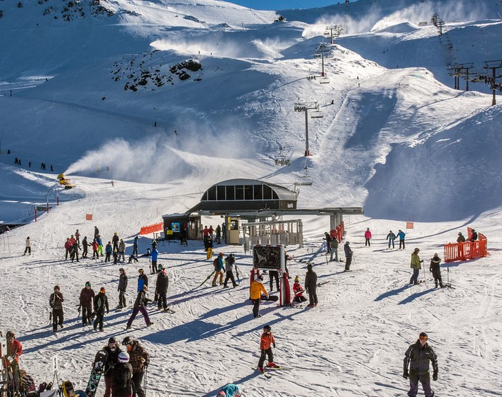 A-Guide-To-Skiing-In-New-Zealand-With-Kids-Skiing-in-Canterbury-Region